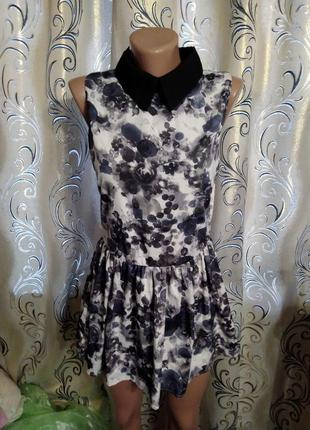 Стильное платье с воротничком qed london