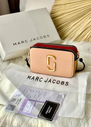 Marc jacobs pink/red женская миленькая пудровая розовая брендовая сумочка с дополнительным ремешком тренд жіноча маленька бежева стильна сумка
