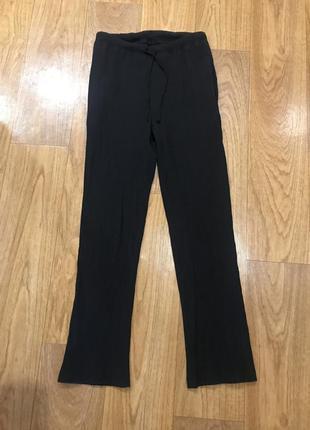 Чёрные прямые штаны плиссе жатка с карманами