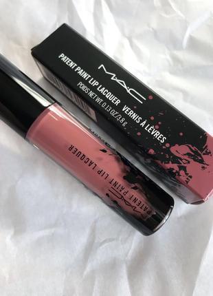 Блеск для губ mac patent paint lip laquaer в оттенке major glazer