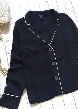 Черная рубашка в пижамном стиле