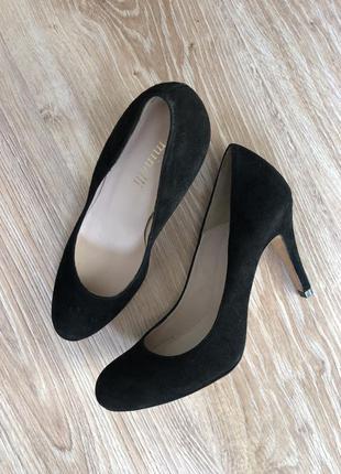 Замшеві туфлі minelli