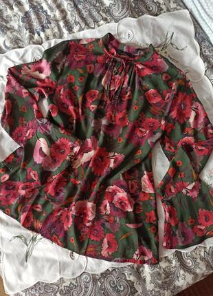 Блуза в квітковий принт