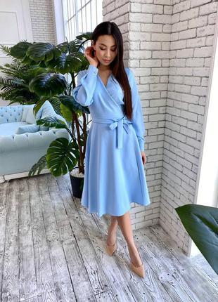 Нежное вечернее платье миди на запах голубого цвета