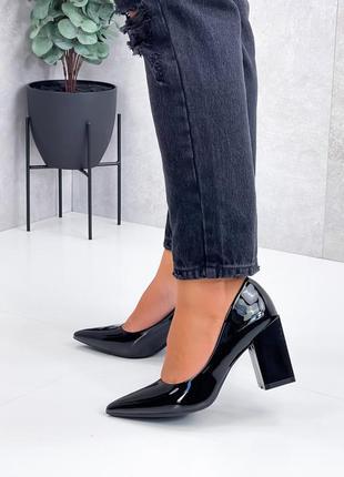 Туфли острые лак