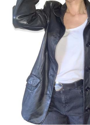 Ультрамодный кожаный пиджак черный