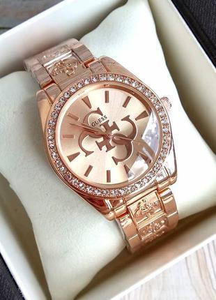 Стильные наручные часы в розовом золоте
