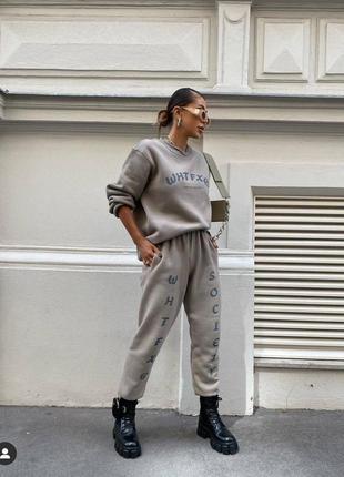 Костюм спортивный повседневный с надписями кофта худи батник штаны брюки свободного кроя широкий модный трендовый на флисе теплый