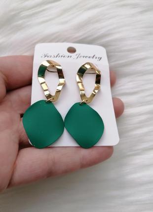 Серьги-лепестки зеленые с золотым металлом\двойные сережки