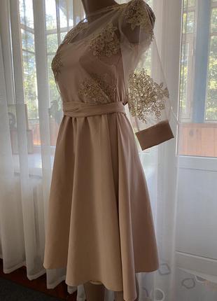 Золотистое нарядное платье