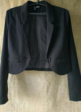 Черный укороченный жакет пиджак  divided by h&m.