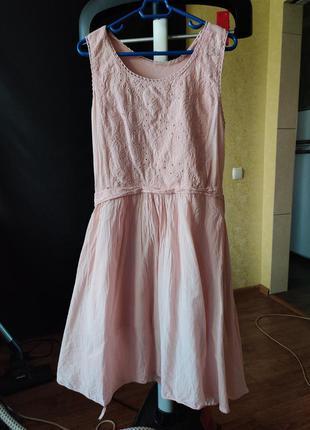 Нежно розовое хлопковое платье