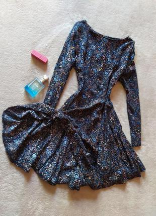 Красивое платье с пышной юбкой сзади на молнии цветочный принт вискоза