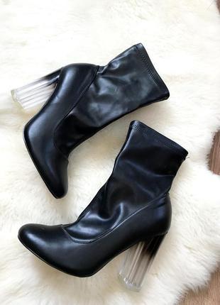 Роскошные демисезонные ботинки-чулки