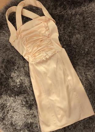 Елегантне атласне кремове плаття