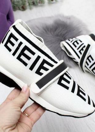 Модные женские кроссовки под бренд фенди