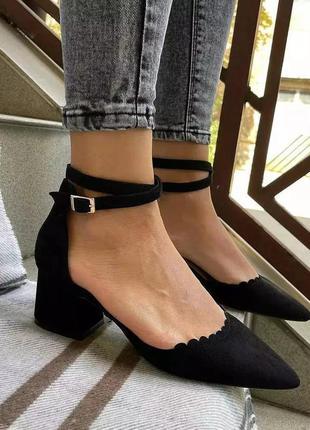 Женские туфли с ремешком