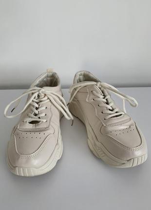 Білі жіночі кросівки, базові трендові, стильні легкі світло рожеві, кроссовки на весну.