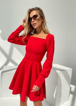 Женское расклешоное платье с рукавами