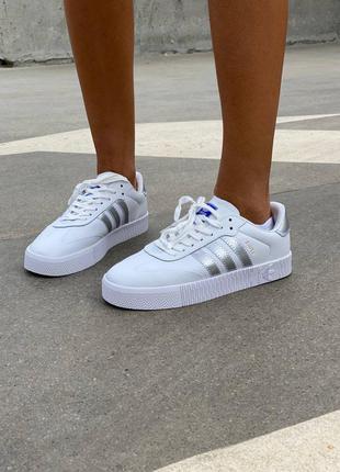 Стильные белые кожаные кроссовки адидас