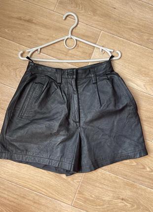 Кожаные шорты с защипами высокая посадка