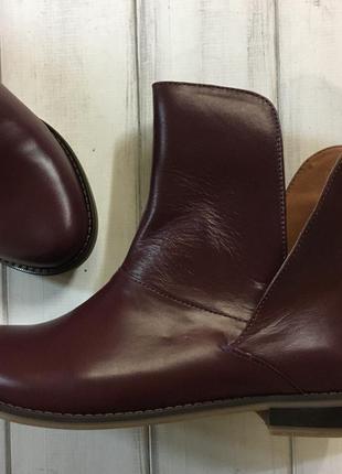 Женские осенние ботинки в  коже цвета черный рыжий
