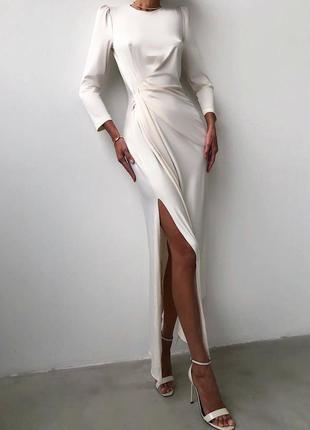Элегантное шелковое изысканное белое платье миди с разрезом на ноге и поясом