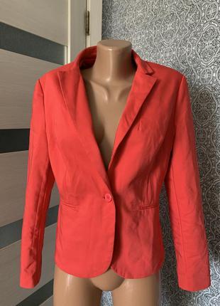 Яркий красивый пиджак befree basic