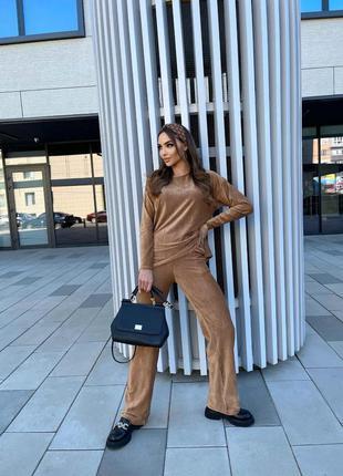 Женский велюровый костюм в рубчик кемел