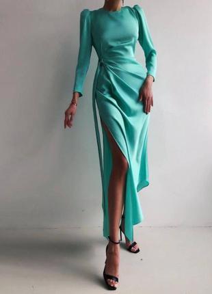 Элегантное шелковое изысканное  платье миди с разрезом на ноге и поясом