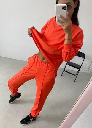 Оранжевый прогулочный костюм
