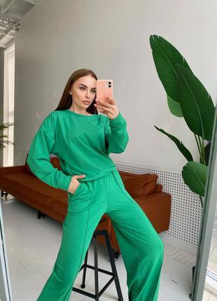 Зелёный костюм свитшот и брюки