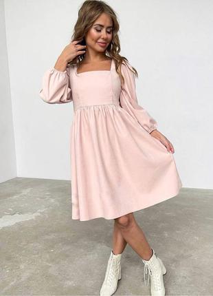 Платье вельветовое с широкими рукавами