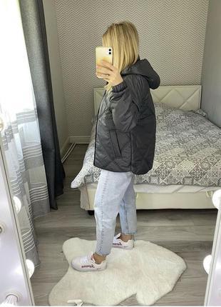 Нова стьогана куртка з капішоном