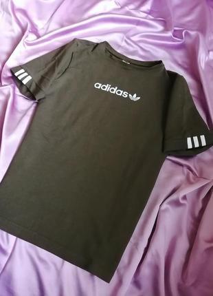 Трендова футболка нової колекції.