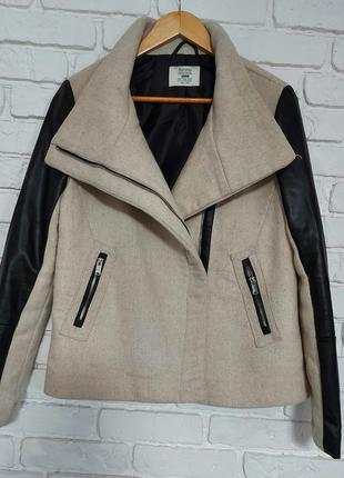 Крутая куртейка от bershka. размер s- m.