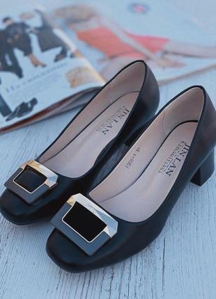 Женские туфли деловые классические с пряжкой на низком каблуке туфлі мешти