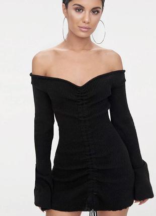 Тёплое чёрное вязаное платье prettylittlething с рукавами клеш на затяжке