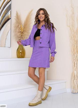 Женский костюм (юбка с разрезом и пиджак/рубашка)