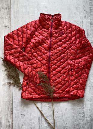 Красная куртка the north face