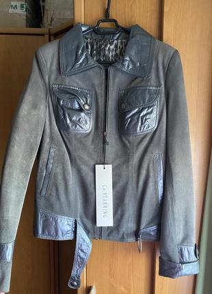 Серая замшевая куртка
