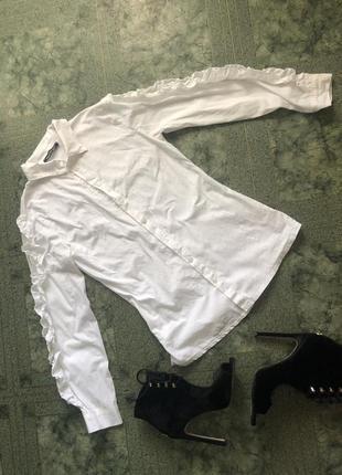 Рубашка с  трендовыми рукавами с воланами на рукавах