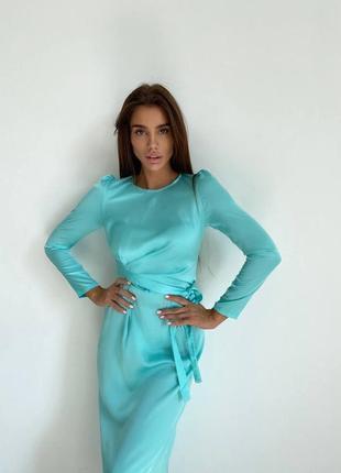 Шёлковое платье миди с длинным рукавом и разрезом