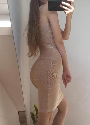 Базовое бежевое платье