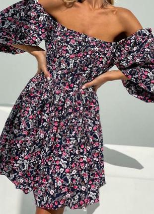 Женское короткое платье с открытыми плечами натуральная ткань