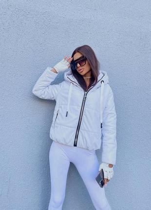 Белая куртка из эко-кожи