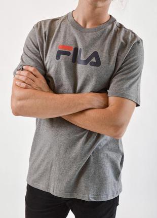 Серая базовая футболка с большим лого fila