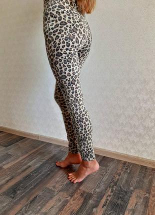 Джинсы леопард