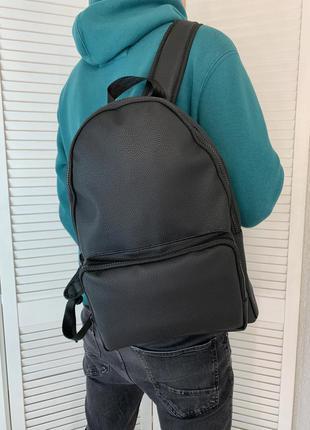 Мужской городской рюкзак на две лямки на змейке из эко кожи черный