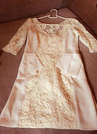 Стильное платье ,ажурной вставкой